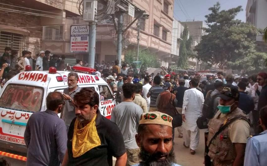 Pakistanın konsulluğunun qarşısında sıxlıqdan 12 nəfər ölüb, 12 nəfər yaralanıb