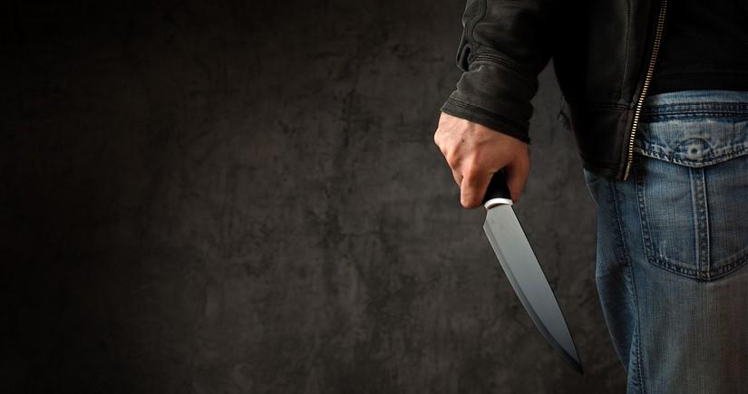 Şəmkir sakini qonşusunu bıçaqlayıb qaçdı