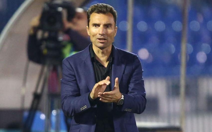 В главного тренера-армянина бросили живого петуха - ВИДЕО