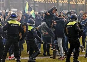 Полиция применила водометы для разгона демонстрантов в Амстердаме
