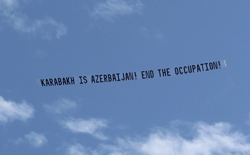 Banner 'Karabakh is Azerbaijan! End the Occupation!' flown all over Los Angeles during Pashinyan's visit