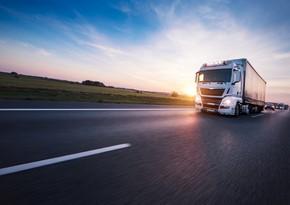 Азербайджан сократил импорт грузовиков и тракторов из Грузии