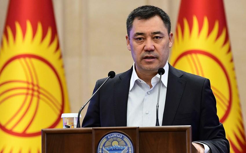 Qırğızıstanın yeni  prezidenti vəzifəsinin icrasına başlayıb