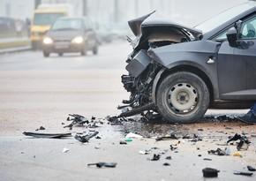 В Баку столкнулись два автомобиля, мать и трехлетний ребенок пострадали