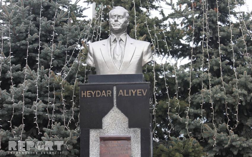 Ümummilli lider Heydər Əliyevin xatirəsi Buxarestdə anılıb