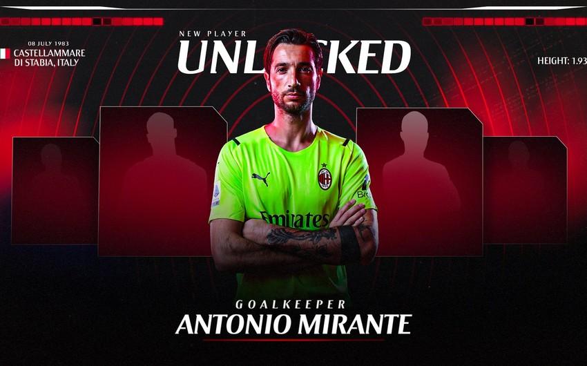 Milan 38 yaşlı qapıçını transfer edib