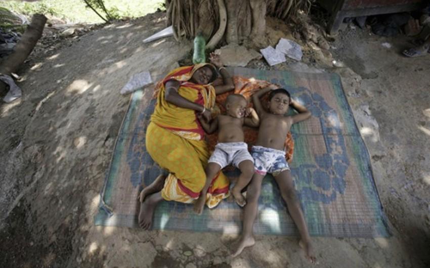 Hindistanda 200-dən çox insan anomal istilərin qurbanı olub