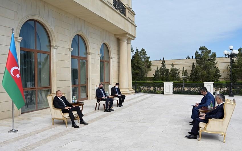 Ilham Aliyev receives credentials of incoming Uzbek ambassador
