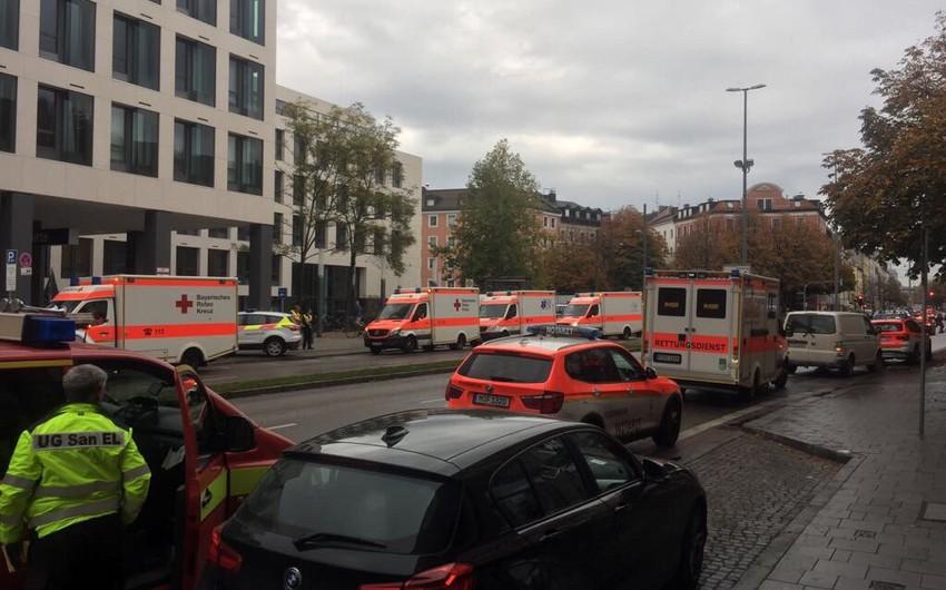 Münhen şəhərində naməlum şəxs bir neçə nəfəri bıçaqla yaralayıb