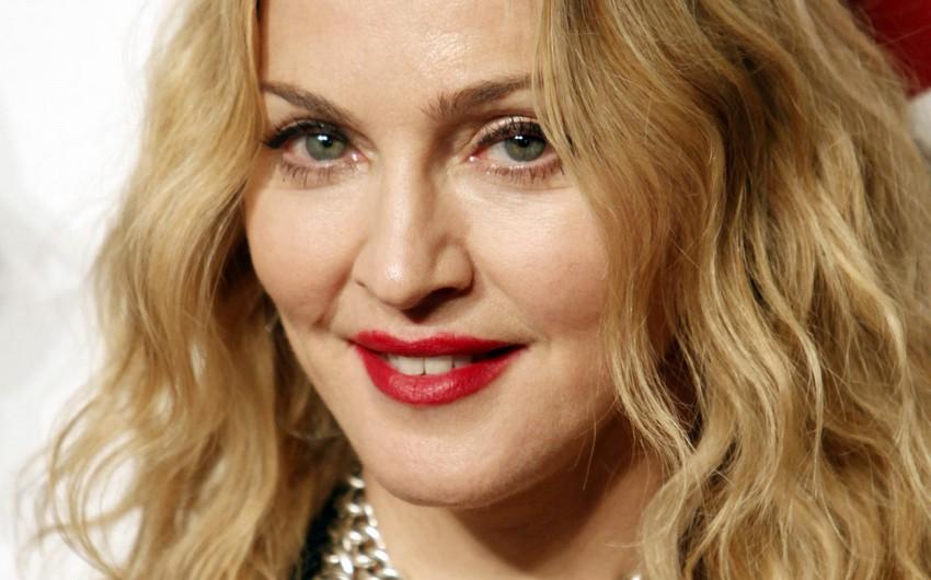 Madonna Malavidən olan əkiz bacıları övladlığa götürüb - FOTO