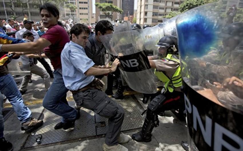 Venesueladakı aksiyalar zamanı daha bir nəfər öldürülüb