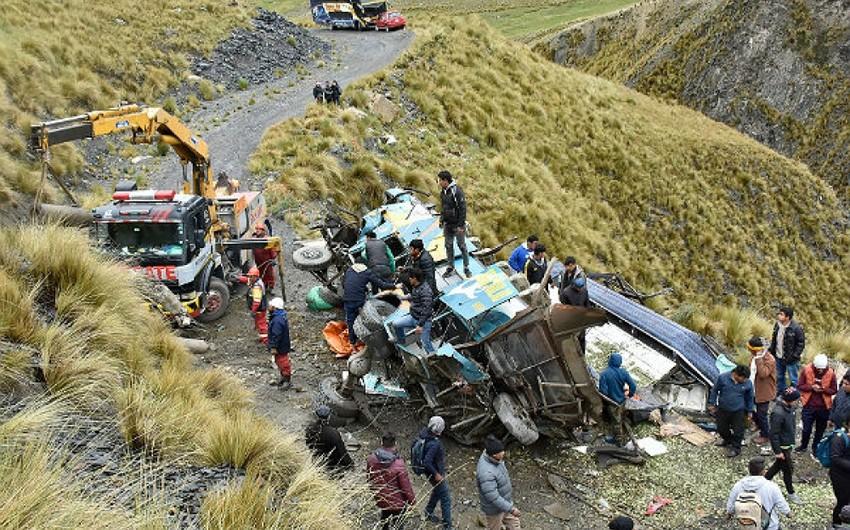 Boliviyada avtobus dərəyə aşıb, azı 31 nəfər ölüb