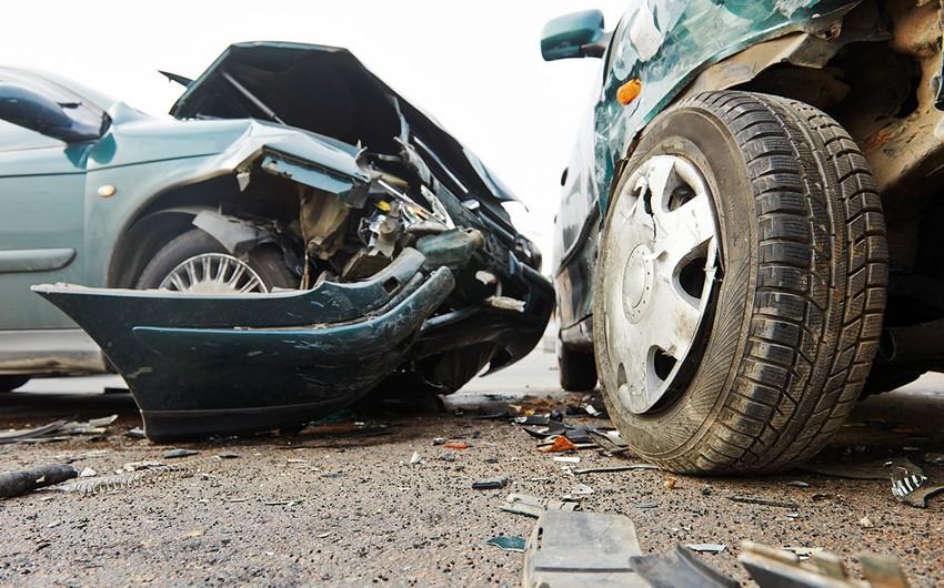 В Агстафе столкнулись два автомобиля, есть пострадавшие