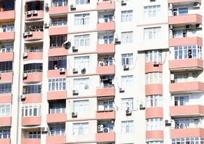 Жители Баку поприветствовали с балконов президента и первую леди
