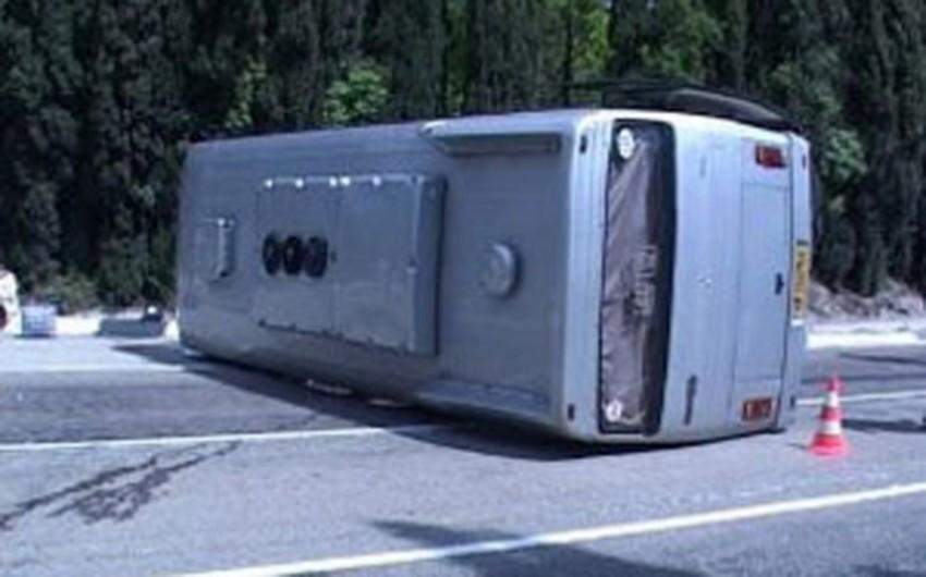 Latviyada avtobusun aşması nəticəsində 20 uşaq xəsarət alıb