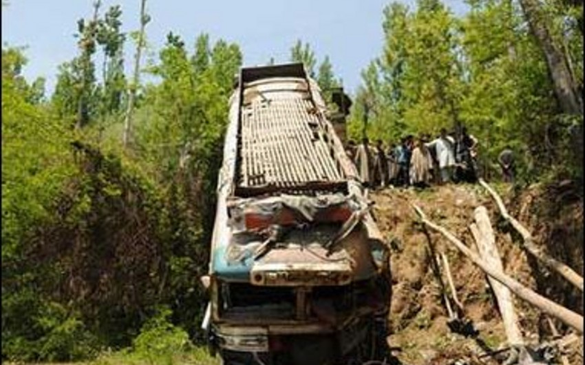Banqladeşdə etirazçılar avtobusu yandırıb, 11 nəfər həlak olub