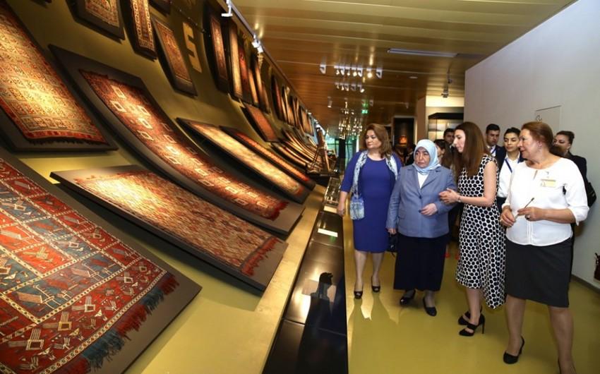 Türkiyə baş nazirinin xanımı Xalça Muzeyi və Beynəlxalq Muğam Mərkəzi ilə tanış olub