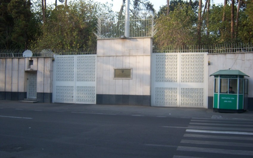 В Иране грузовик въехал в ограждение резиденции посла России, водитель погиб