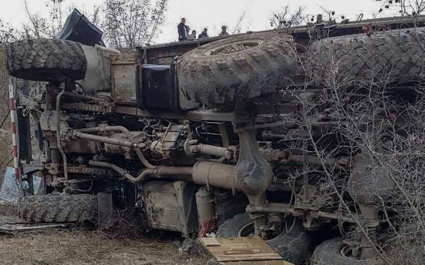 Ermənistanda hərbi avtomobil qəzaya uğrayıb