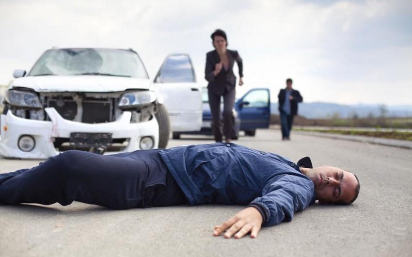 Qubada avtomobil piyadanı vuraraq öldürdü - YENİLƏNİB