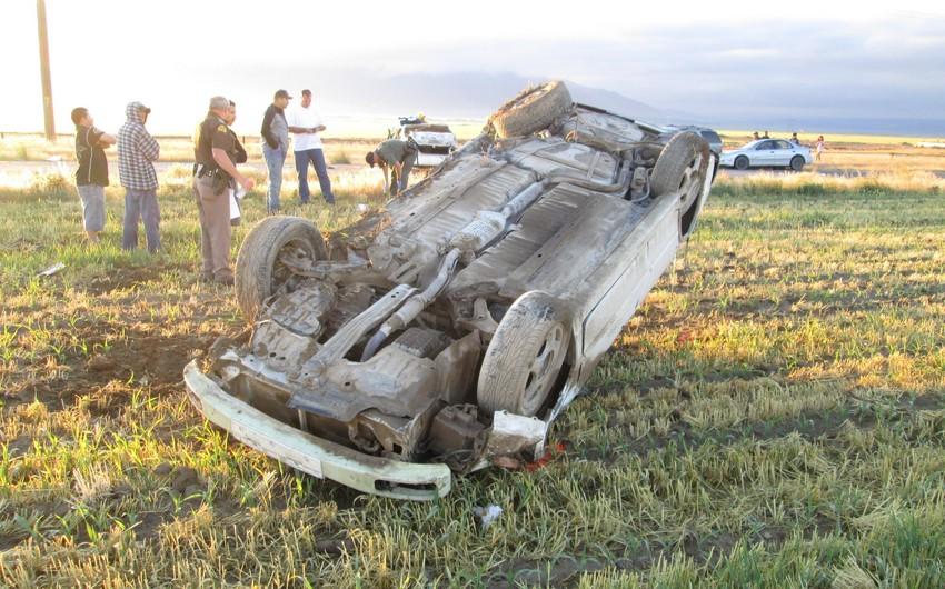 Bakıda avtomobilini aşıran sürücü ölüb