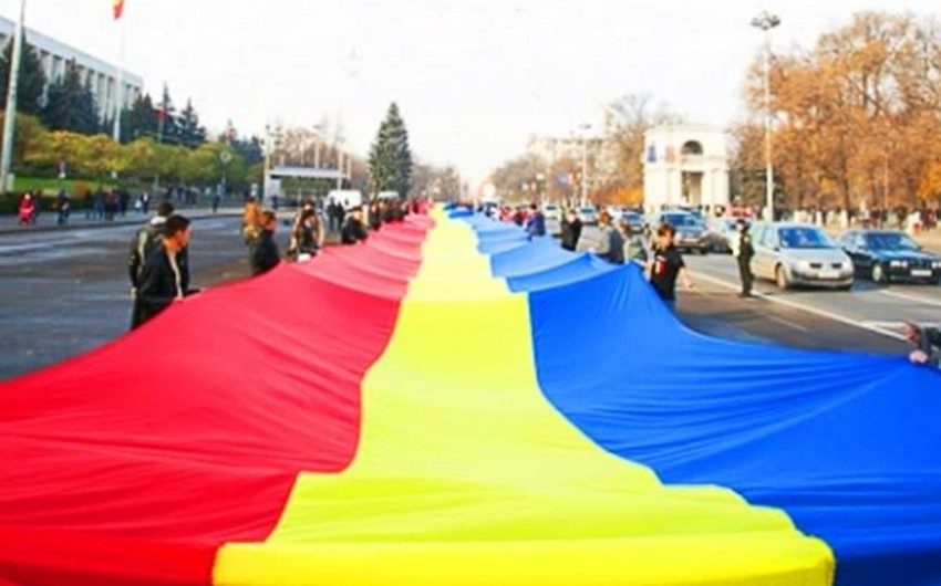 Moldova paytaxtında 1 km uzunluğunda Rumınya bayrağı açılacaq - FOTO