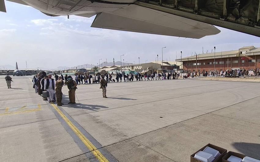 СМИ: Самолет ВВС Италии подвергся обстрелу при взлете из Кабула