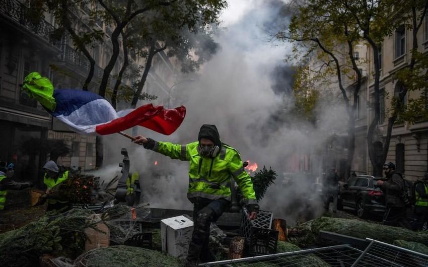 """Fransada """"sarı jiletlilər""""in nümayişləri zamanı xəsarət alan jandarmların sayı açıqlanıb"""