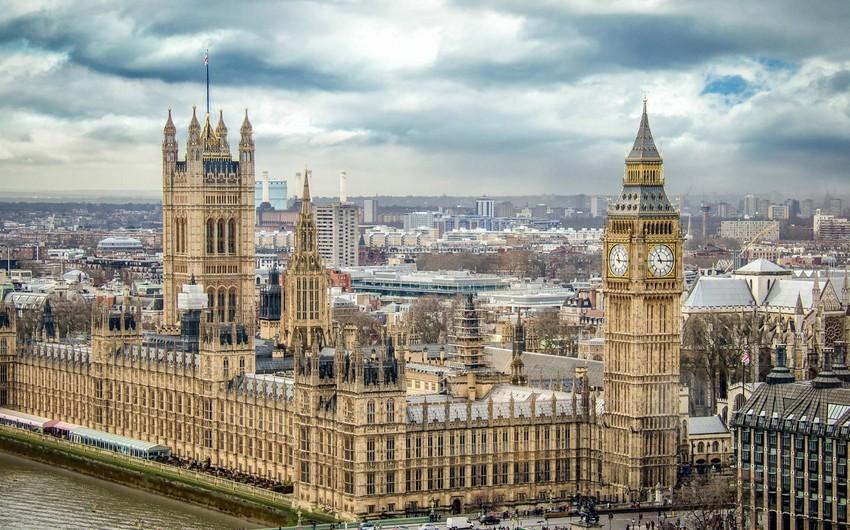 Böyük Britaniya parlamentinin fəaliyyəti müvəqqəti dayandırılıb
