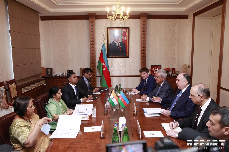 Азербайджан и Индия подписали соглашение об отмене виз для владельцев дипломатических и служебных паспортов