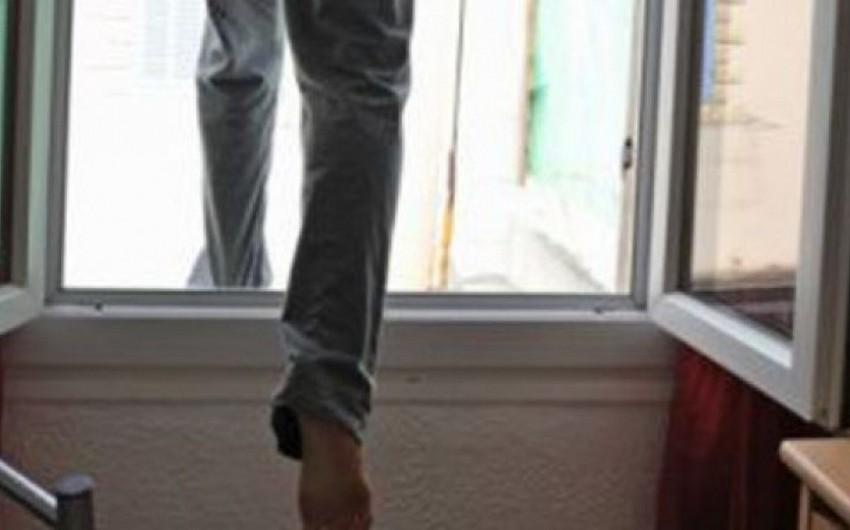 Bakı sakini özünü yaşadığı binanın 6-cı mərtəbəsindən ataraq intihar edib