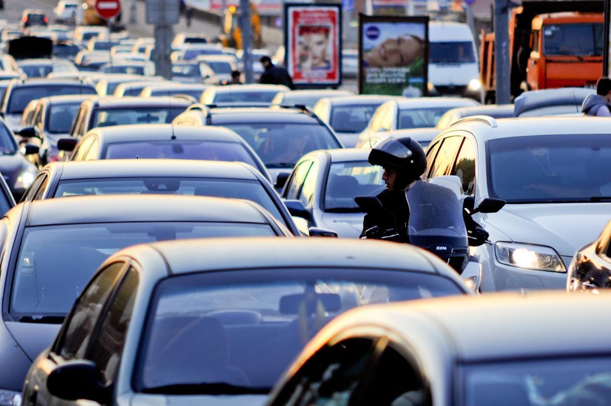 У северного въезда в Баку отмечается плотное движение транспорта