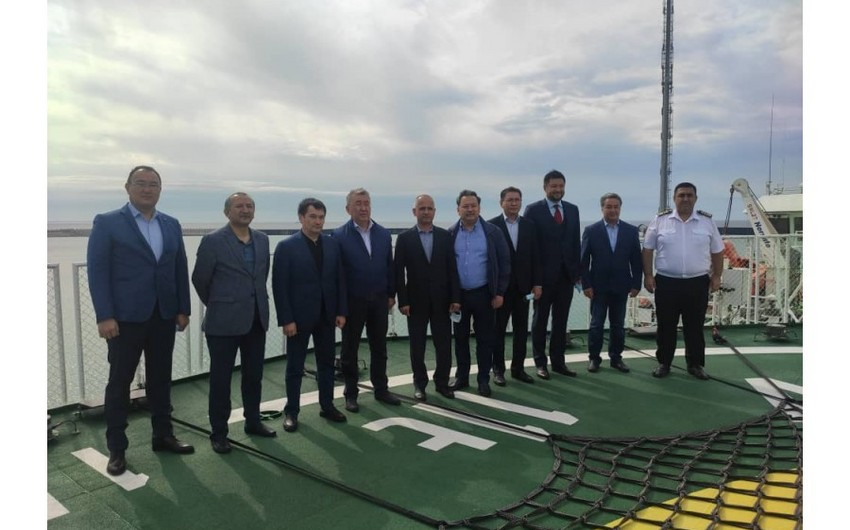 Министр транспорта Узбекистана посетил паромное судно Азербайджан