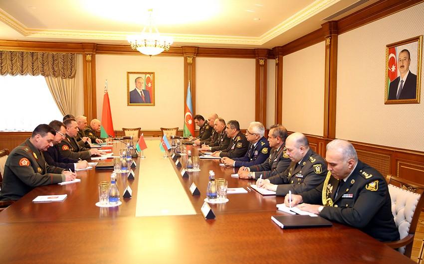 В Баку состоялась встреча министров обороны Азербайджана и Беларуси