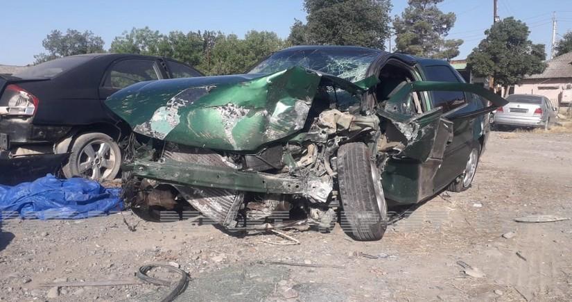 В Кюрдамире автомобиль врезался в бетонное ограждение, есть пострадавшие