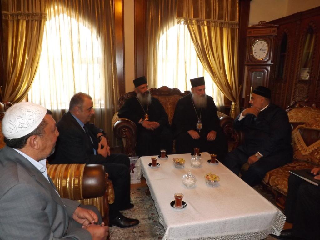 Şeyxülislam Allahşükür Paşazadə Ümumgürcüstan Katolikos-Patriarxını Azərbaycana səfərə dəvət edib