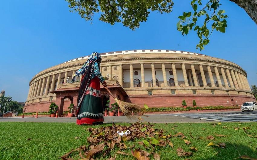 Hindistanda fermerlər parlamenti mühasirəyə almaqla təhdid edirlər