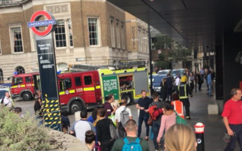 London metrosunda sərnişinin telefonunun enerji qurğusu partlayıb - YENİLƏNİB