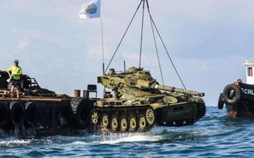 Aralıq dənizində balıqları qorumaq üçün tankları suya batırıblar