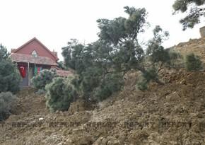 С территории оползня в Бадамдаре