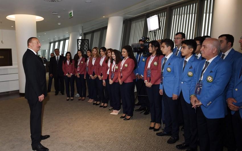 Prezident İlham Əliyev Bakı Şahmat Olimpiadasında mübarizə aparan Azərbaycan idmançıları ilə görüşüb