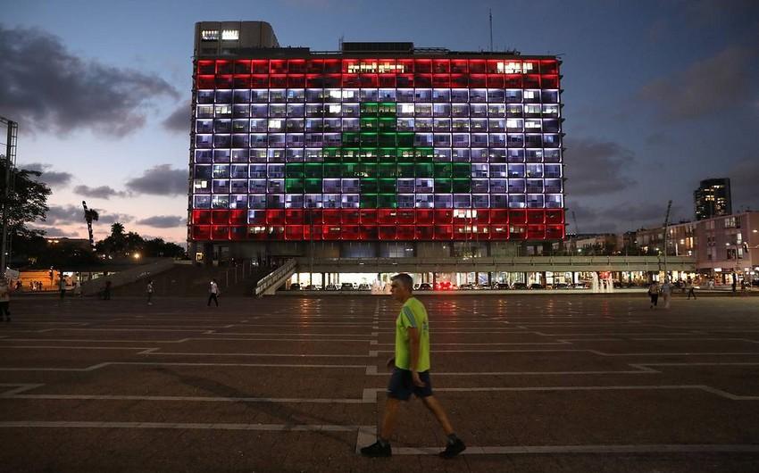 Мэрию Тель-Авива подсветили в цвета ливанского флага