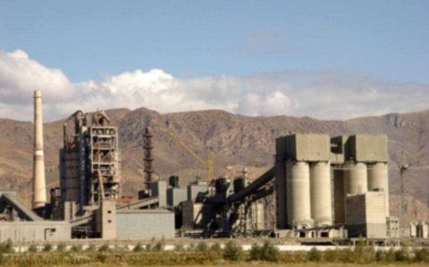 Ermənistanda sement zavodunun işçiləri etiraz aksiyası keçiriblər