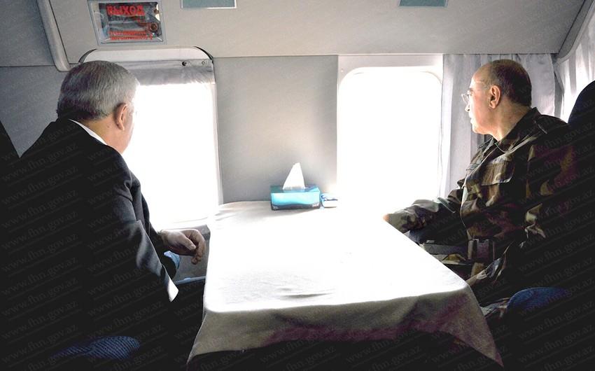 Руководители МЧС и SOCAR проводят оперативное обсуждение на месте аварии
