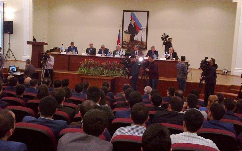 SOCAR prezidenti Rövnəq Abdullayev gənclərlə görüşüb