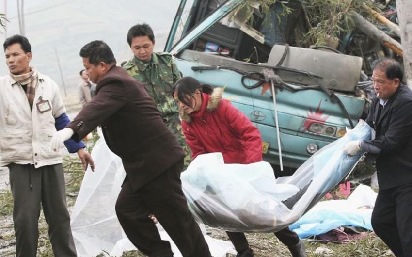 Çində avtobus çaya düşüb, 20-dən artıq ölən var