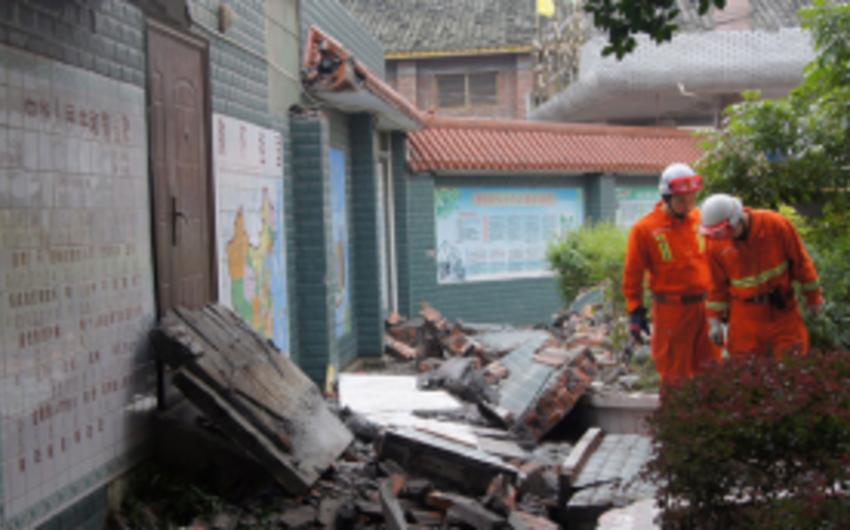 Çinin cənubunda divarın uçması nəticəsində üç şagird ölüb, biri yaralanıb