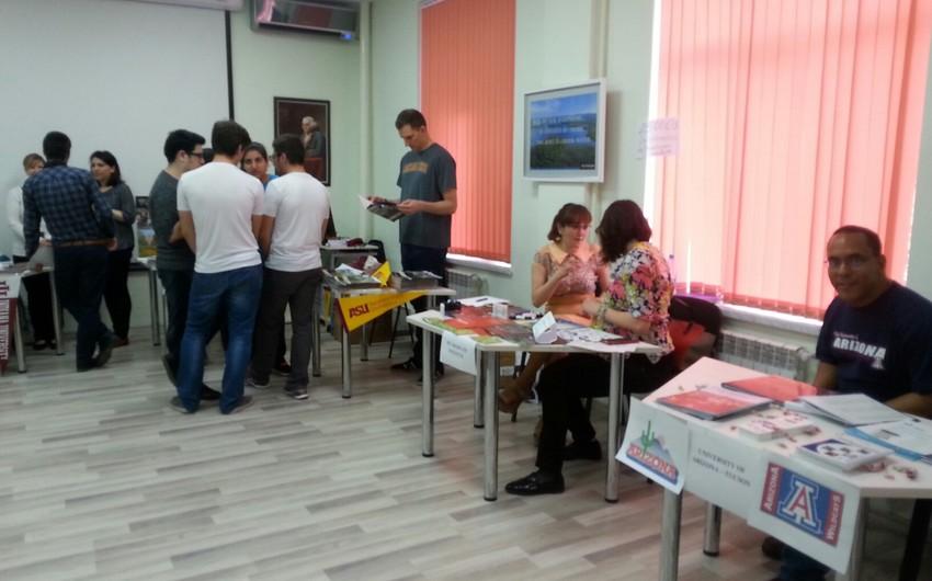 В Баку проходит образовательная выставка университетов США