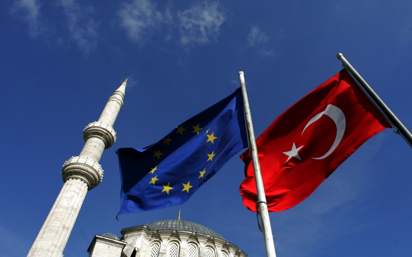 KİV: Türkiyə vətəndaşlarına 2017-ci ilə qədər Aİ-də vizasız rejim verilməyəcək