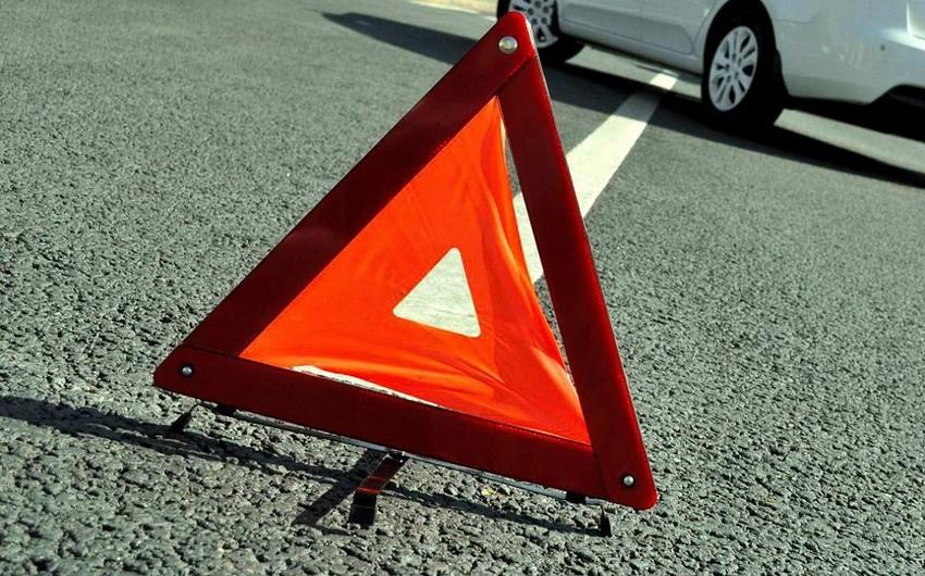 В Евлахе столкнулись два автомобиля, есть пострадавший
